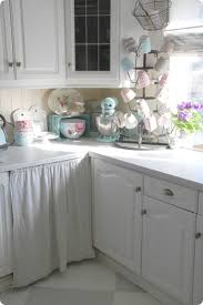 shabby chic kitchen design toves sammensurium cozy cottage kitchen in white u2026 brocante