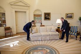 What Floor Is The Oval Office On by File Barack Obama Moving Couch In The Oval Office Jpg Wikimedia
