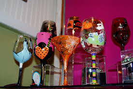 halloween wine glasses visits ivy lane and unveils new halloween designs drink