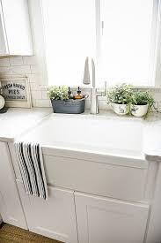 Creamy White Kitchen Cabinets Creamy White Shaker Style Kitchen Cabinets Subway Tile Back