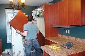 refaire les armoires de cuisine moderniser sa cuisine à faible coût lise fournier rénovation