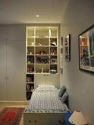 bibliotheque chambre bibliothèque et placard en tête de lit chambre enfant