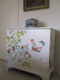 25 Unique Painted Tv Trays by How To Add Hand Painting To Furniture Very Nice Diy Ideas For