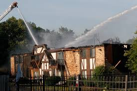 Red Roof Inn Maumee Ohio by Maumee Apartment Blaze Leaves 13 Residents Homeless The Blade