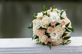 wedding flowers for guests 2017 wedding flower trends we