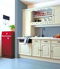 hauteur plinthe cuisine plinthe sous meuble cuisine finest meuble cuisine en bois pour