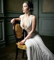 Emilia Clarke Bathtub Beauty Inspo From A Dragon Queen Emilia Clarke U0027s Get Glowing