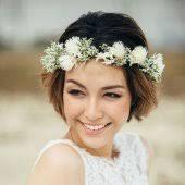 fleurs cheveux mariage coiffure de mariée pour cheveux courts nos 20 idées épinglées