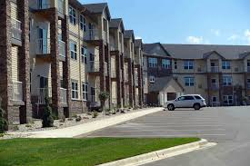 lormar properties inc mankato apartment rentals ad 3 outside front north end parking lot side