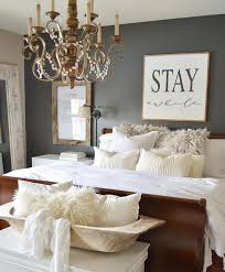 Bedroom Decorating Ideas by Best 25 Guest Bedroom Decor Ideas On Pinterest Spare Bedroom