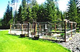 vegetable garden fence ideas with wooden log and wire netting