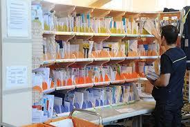 bureau de poste lattes suivre une lettre un colis un envoi express la poste