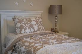 Best Sheet Fabric Luxury Bed Linens Made Of Silk Cotton Or Linen Fabric What U0027s The