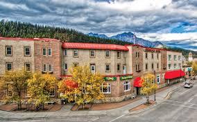 jasper hotels book jasper hotels in jasper national park athabasca hotel jasper hotel canadian rockies