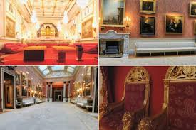 How Many Bathrooms In Buckingham Palace by Take A Sneaky Peek Inside Britiain U0027s Poshest House Buckingham