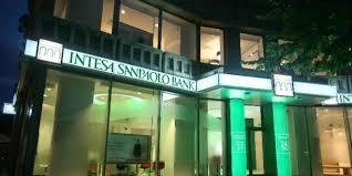 intesa banking intesa sanpaolo bank is the new blue chip king of italy finance