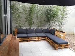 canapé avec palette 2 canapés d extérieur construits avec des palettes et le même
