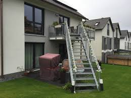 balkon mit treppe treppe feuerverzinkt metallbau treppe balkon und