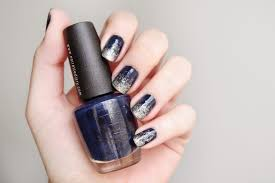 noirette diary mani day navy to silver ombré