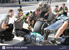 mercedes crew mercedes amg petronas pit crew of driver nico rosberg changes