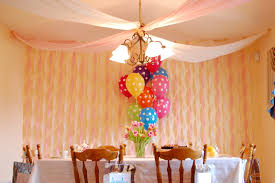 decorate with streamers Party Decorating with Streamers – Room