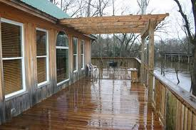 Fire Pit Mat For Wood Deck by Rain Exposed Wooden Decks 5 Dos And Don U0027ts
