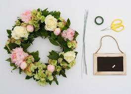 wedding wreath 15 sweetest diy wedding wreaths happywedd