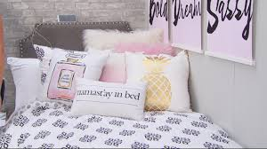 How To Decorate Your College Room Top Tips On How To Customize And Decorate Your Dorm Room Youtube