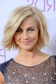 julia hough new haircut julianne hough short hairstyle blonde roots on tousled bob