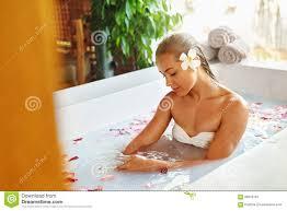 Blumen Bade Frauen Badekurort Blumen Bad Aromatherapy Entspannungsrose Bathtub