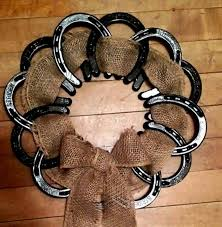 horseshoe wreath 10 things you can make with horseshoes diy projects for everyone