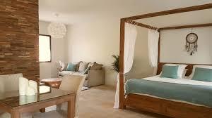 chambre villa suite avec piscine intérieure privée et chambre avec
