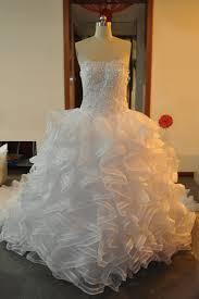 robe de mari e de princesse de luxe robe de mariée sans bretelle ruchée à traîne court en dentelle