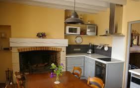 cuisine couleur miel peindre ses poutres ça change tout exemples idées et conseils