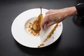 dressage en cuisine poires pochées au chocolat saveur anisée les gourmantissimes