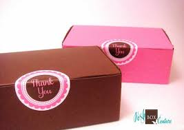 personalized donut boxes cupcake box what a sweet idea for a retro style wedding