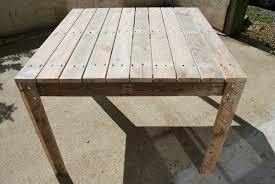bureau de jardin en bois chaise palette 35 top idées chaise palette beautiful table de jardin