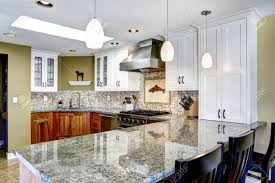 cuisine brun et blanc intérieur moderne de la maison blanc et brun salle de cuisine avec