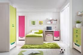 bureau dans une armoire chambre enfant plus de 50 idées cool pour un petit espace