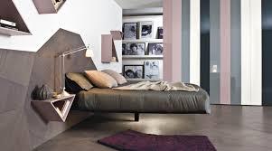 fluttua e un letto sospeso su una gamba sola rettangolare o contemporary