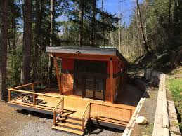 new modern mt rainier cabin wrap around deck fireplace wifi