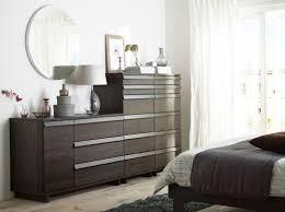 Schlafzimmer Bett Und Kommode Ein Schlafzimmer Mit Oppland Kommode Mit 3 Schubladen Und 1 Tür