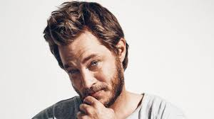 travis fimmel hair for vikings vikings star travis fimmel meet the victorian farm boy dazzling