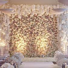 we never tire of seeing a flower wall and this magnificent design