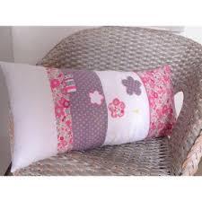 coussin chambre fille coussin pour chambre bébé fille liberty fleurs pois papillons