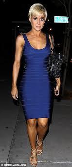 lori morgan hairstyles kellie pickler shows off her fantastic form in figure hugging blue