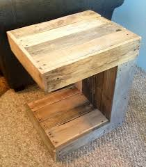 Making Wooden End Tables by Diy C Shaped Pallet Side Table Pallet Furniture Plans