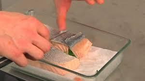 cuisiner un filet de saumon comment pocher un saumon astuce cuisine vins