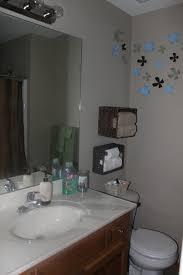 Builders Grade Bathroom by Transforming My Builder Grade Bathroom For A More Custom Look The