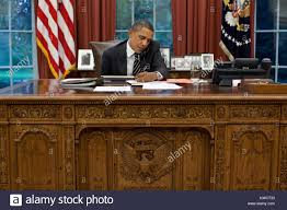 obama at desk president barack obama at his oval office desk sept 7 2011 obama